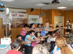 La troupe de Mamma Mia ! à l'hôpital de Versailles